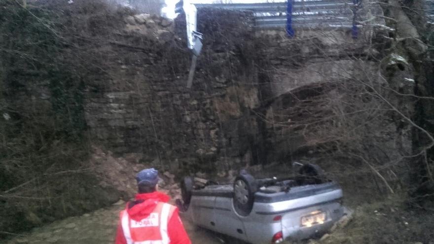 Tres personas, entre ellas un bebé, heridos tras caer al río Leziza en Torrano