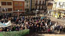 Los vecinos se manifiestan en Barruelo de Santullán.