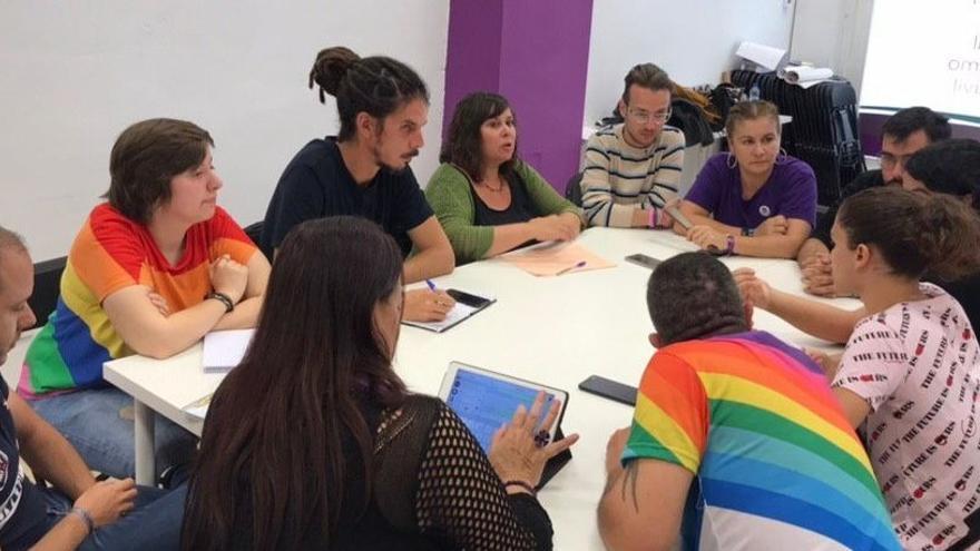 Alberto Rodríguez, reunido con colectivos LGTBI