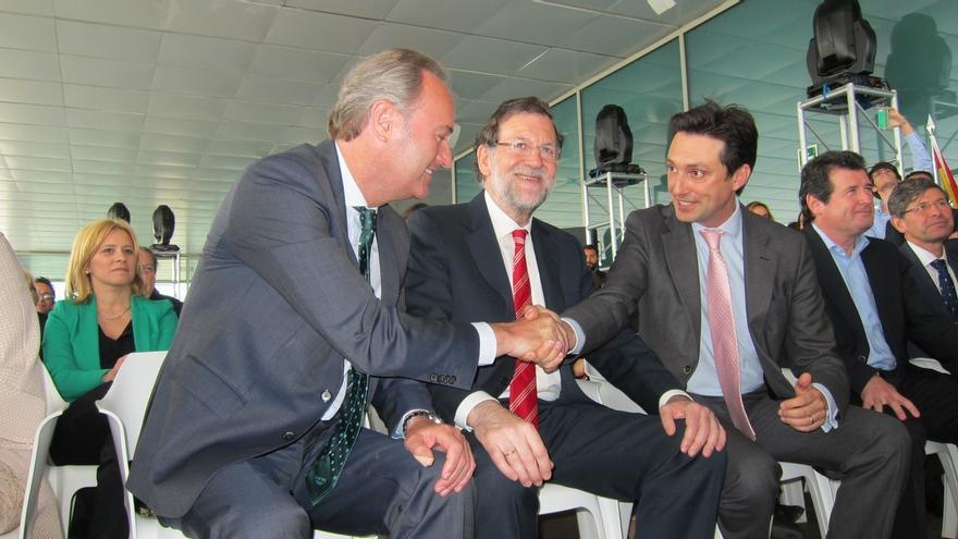 """Rajoy alerta de que no apoyar al PP es """"jugar con fuego"""" y recuerda los gobiernos de cuatro y cinco partidos"""