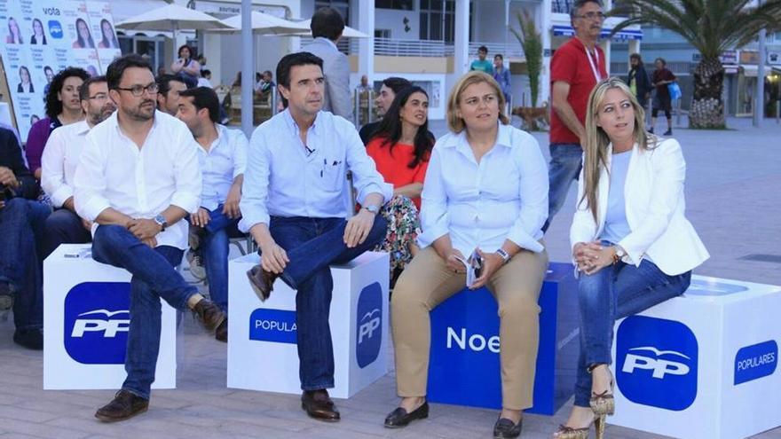 De izquierda a derecha: Asier Antona, José Manuel Soria, Noelia García y María de Haro, en Puerto de Naos.