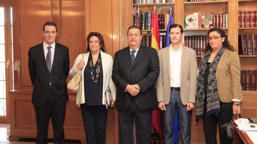 Reunión de Jesús Fernández Vaquero con UNICEF / Cortes de Castilla-La Mancha