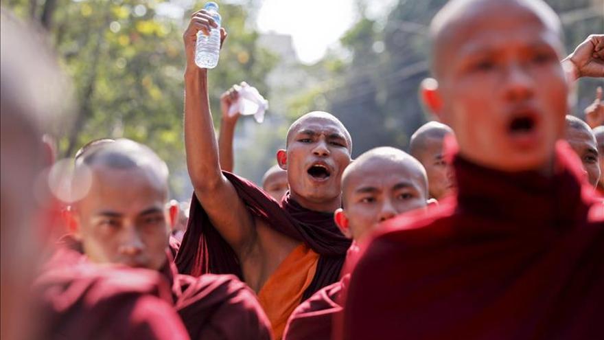 Budistas birmanos marchan contra la repatriación de inmigrantes musulmanes
