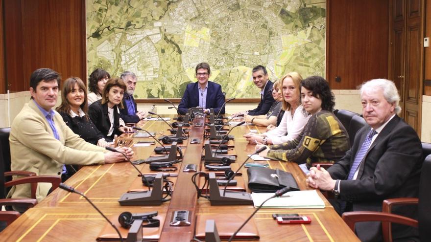El Gobierno de coalición del PNV y el PSE en Vitoria aprueba el nuevo reparto de competencias