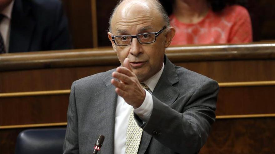La oposición centra la comparecencia de Montoro en el caso Pujol