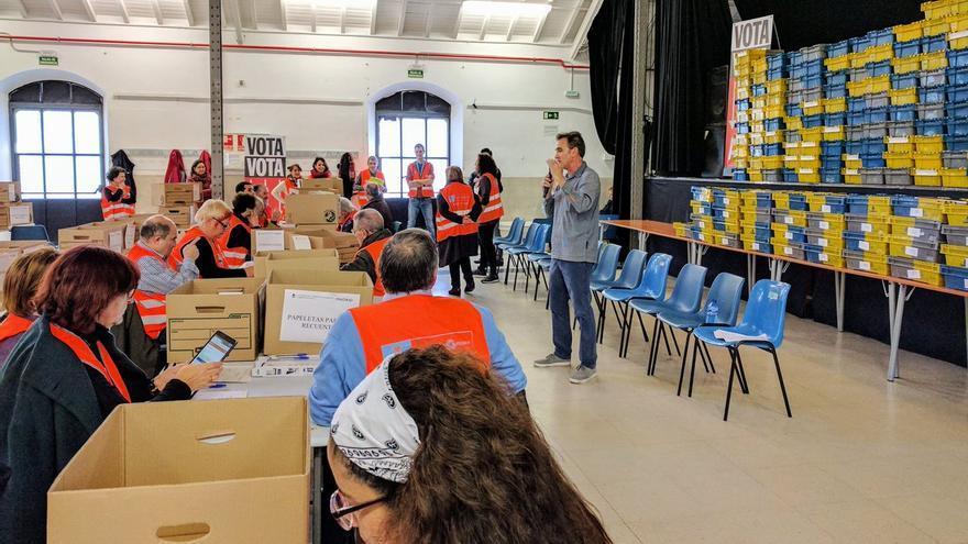 Imagen de los voluntarios en la Nave de Terneras. Foto: Decide Madrid