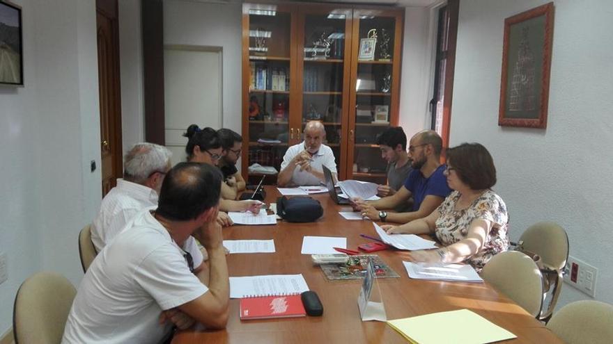 El concejal Pedro Jesús Martínez Baños en una reunión de la concejalía de Ayuda al Desarrollo