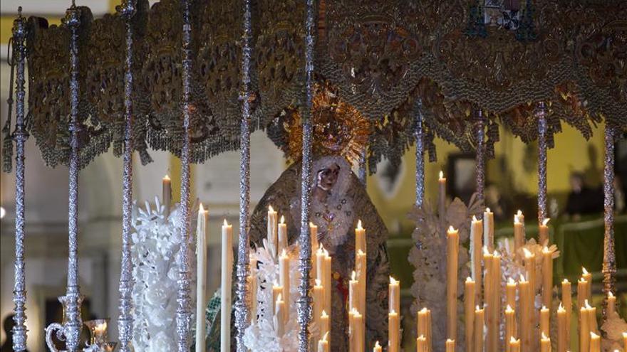 Empieza la semana especial de la Macarena con una procesión por su coronación