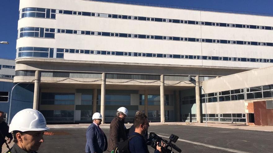 El hospital contará con siete plantas y, además de los servicios quirúrgicos, albergará algunos centrales como laboratorios, anatomía patológica, anestesia, reanimación y algún equipo de cuidados intensivos