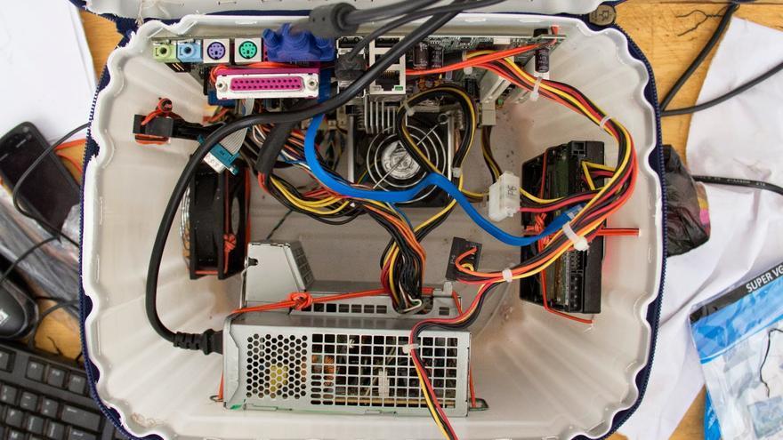 CPU montado en un bidón de plático reciclado. / Foto: Kër Thiossane