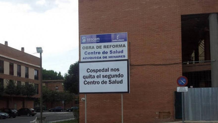 Cartel en Azuqueca de Henares (Guadalajara), centro de salud / Foto: Ayuntamiento de Azuqueca