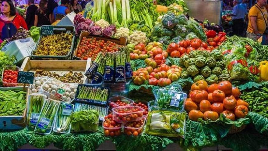 Verduras y hortalizas en un mercado español
