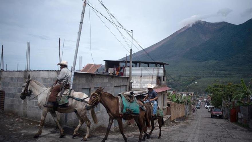 Suben a 110 los fallecidos y fluye la ayuda para los afectados tras la erupción del volcán