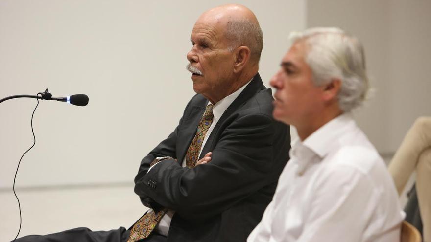 Antonio Díaz, junto a Carlos Sánchez en el banquillo de los acusados. (ALEJANDRO RAMOS)