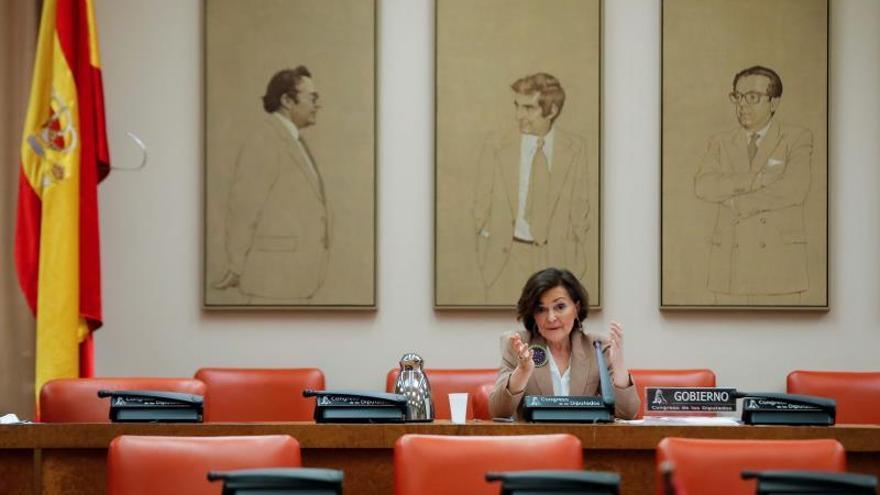 La vicepresidenta primera del Gobierno y ministra de la Presidencia, Carmen Calvo, comparece este lunes ante la Comisión Constitucional delCongresoen Madrid.