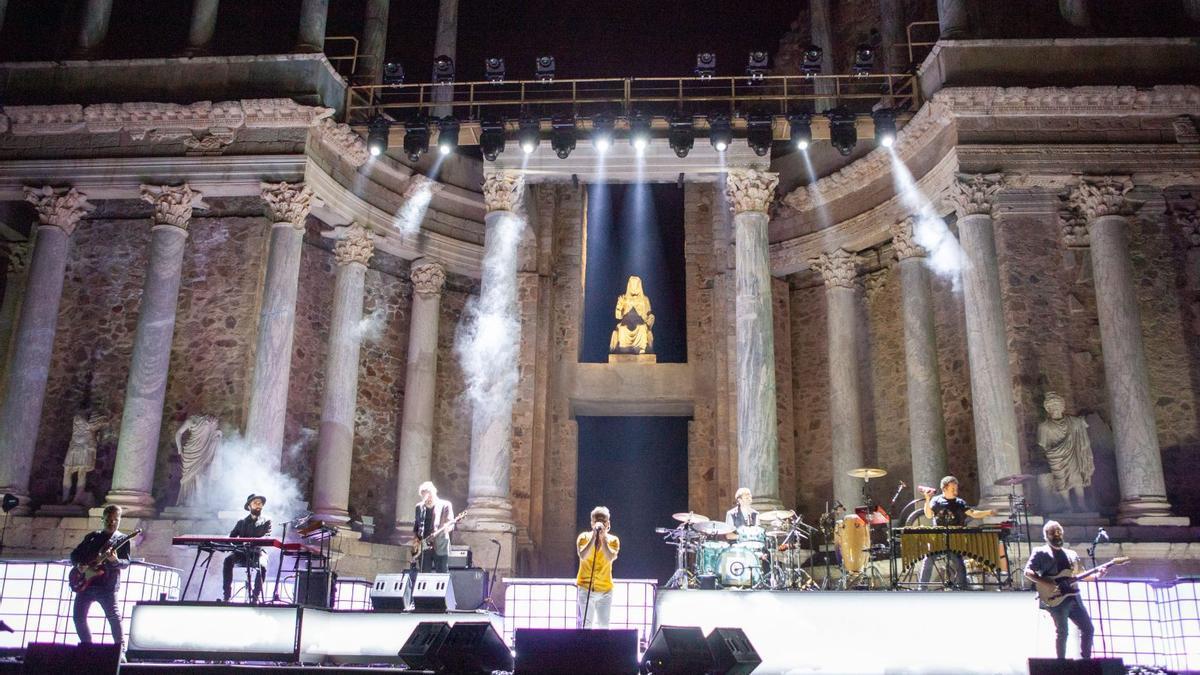 Entre los temas, Los Irrompibles, Viaje Épico Hacia la Nada, la canción con la que empezaron el concierto o El Paso, con la que lo cerraron.