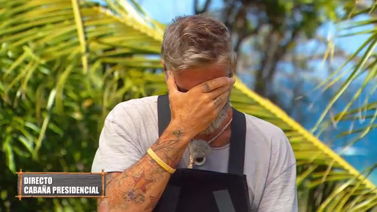 Las lágrimas de Carlos Alba al conocer su expulsión de 'Supervivientes' por motivos de salud