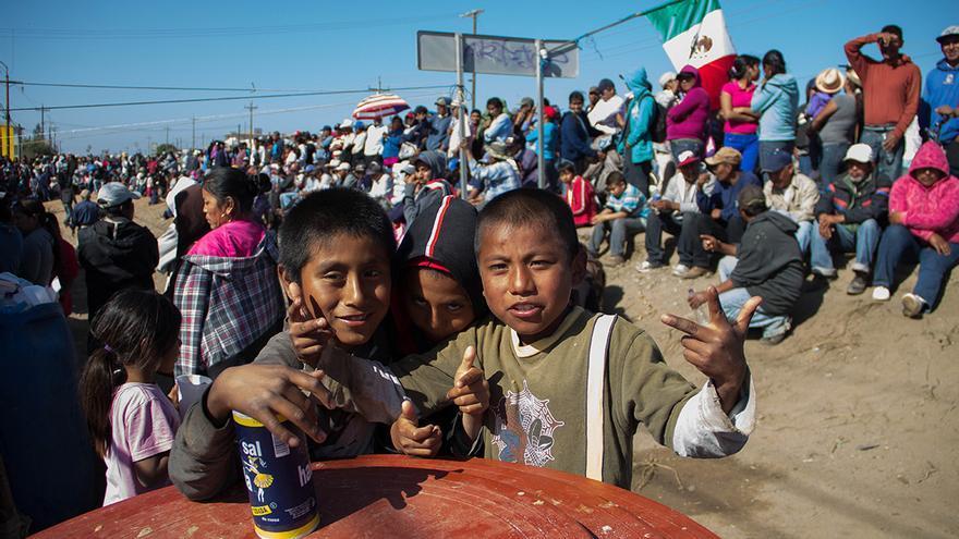 Niños mixtecos del campamento de protesta de Vicente Guerrero, otra de las poblaciones en rebeldía. / Foto: J.P. Martínez.