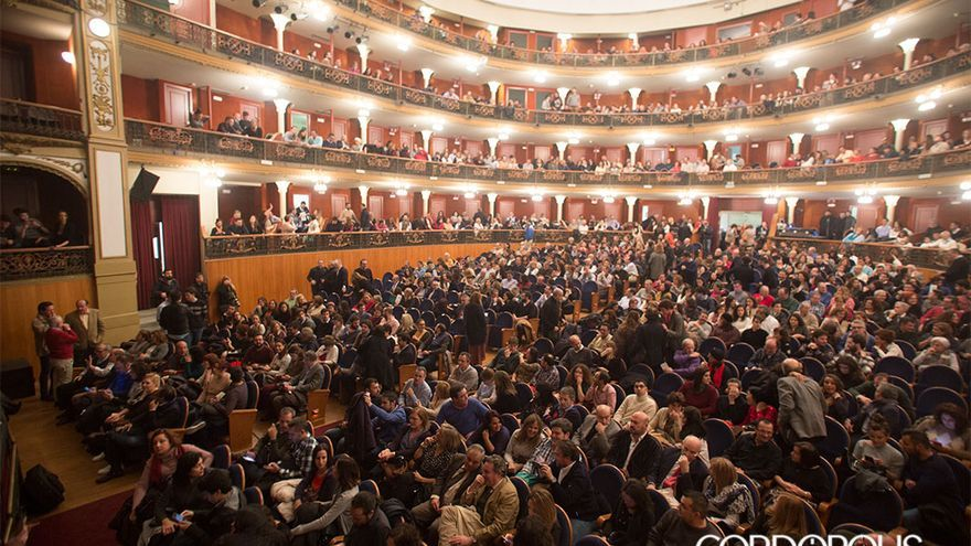 Gran Teatro de Córdoba repleto de público   MADERO CUBERO