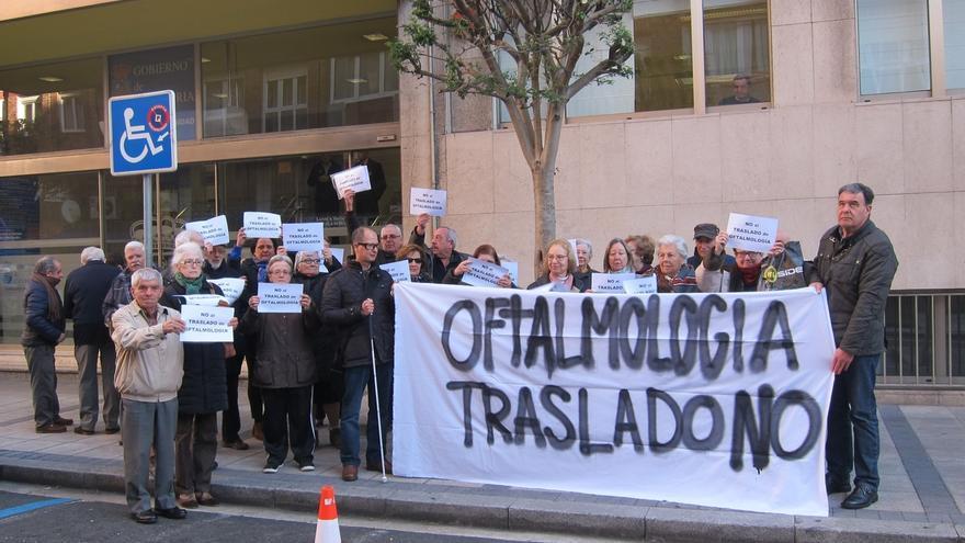 Afectados por el traslado de Oftalmología a Liencres registran 3.600 firmas