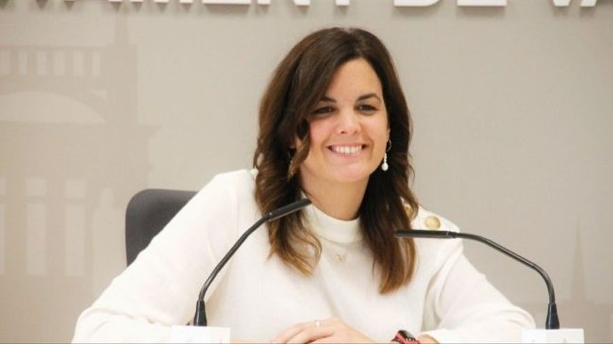 La líder del PSOE en Valencia anima al partido a abrir el debate sobre la monarquía
