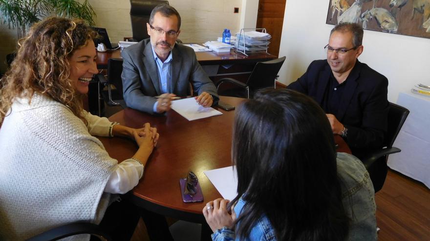 Chacón exigirá en el convenio de carreteras que se reconozca la deuda con Canarias
