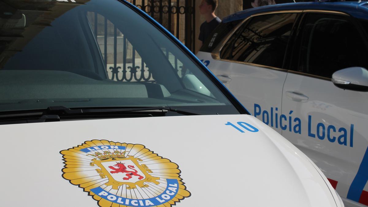 Archivo - Vehículo de la Policía Local de León