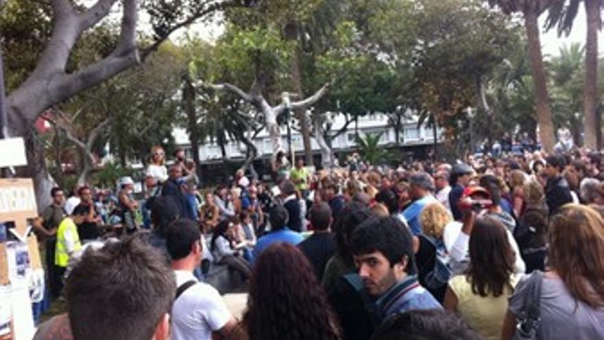 El parque de San Telmo durante los minutos de silencio. (@AcampadaLPGC)