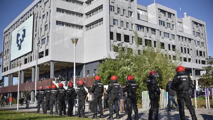 Dos heridos y un detenido en protestas contra la elección del rector de la UPV