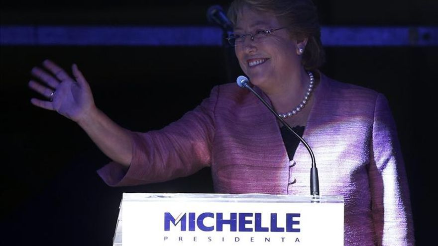 Bachelet y Matthei anuncian mayor protección a las mujeres víctimas de violencia