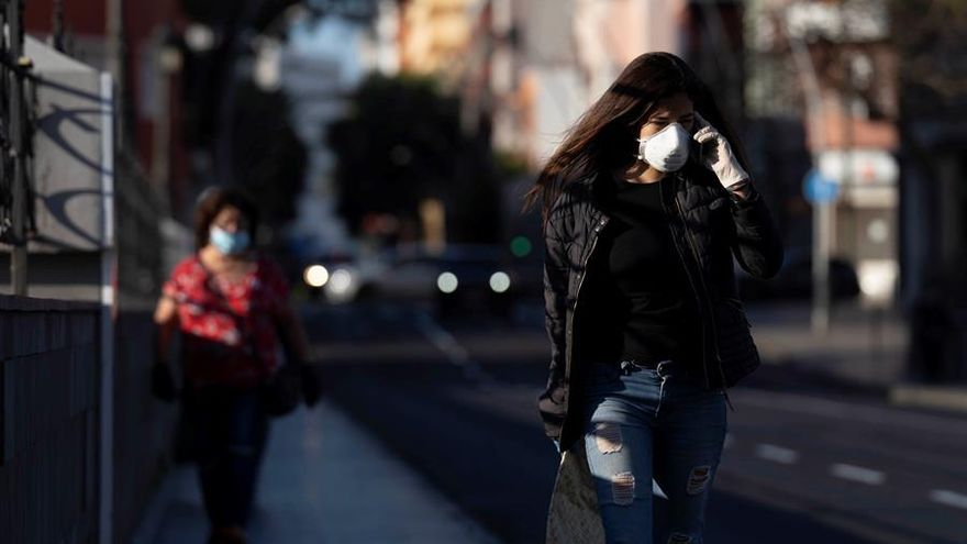 Ambiente de las calles de la capital tinerfeña a primera hora de la mañana este miércoles de la séptima semana del estado de alarma