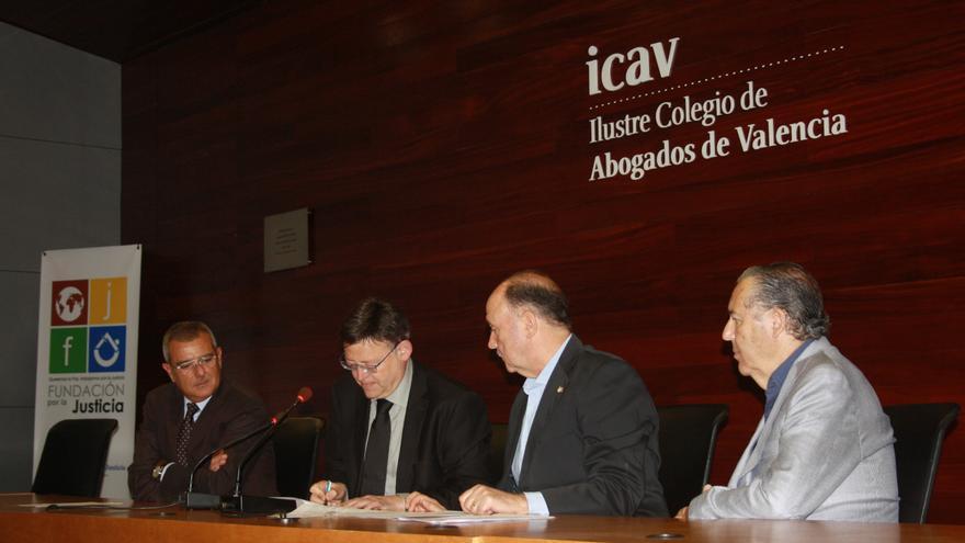 Ximo Puig, en la firma del compromiso 'contra la corrupción'.