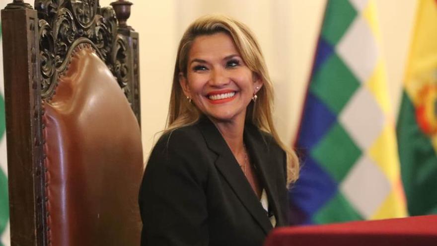 En la imagen, la presidenta interina de Bolivia, Jeanine Áñez.