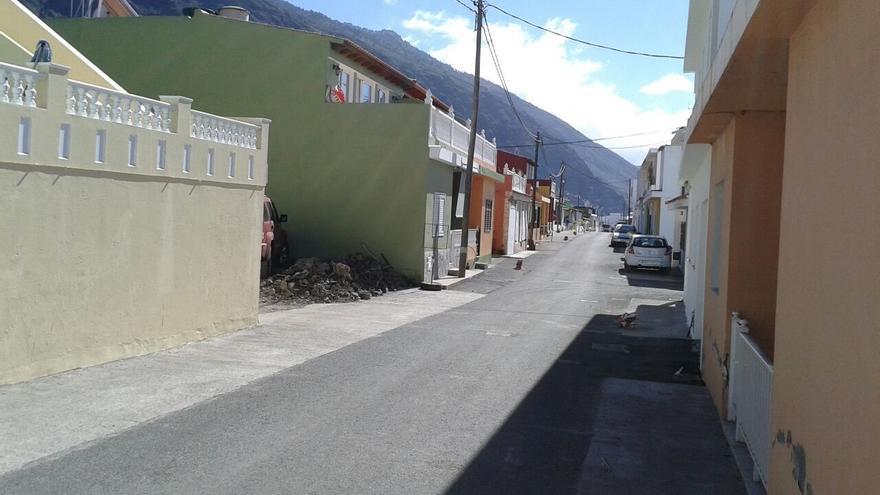 En la imagen, calle principal del barrio costero de El Remo. Foto: NC.