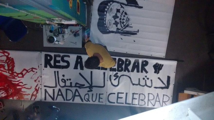 """Los colectivos ya preparan las pancartas de la concentración bajo el lema """"Nada que celebrar"""""""