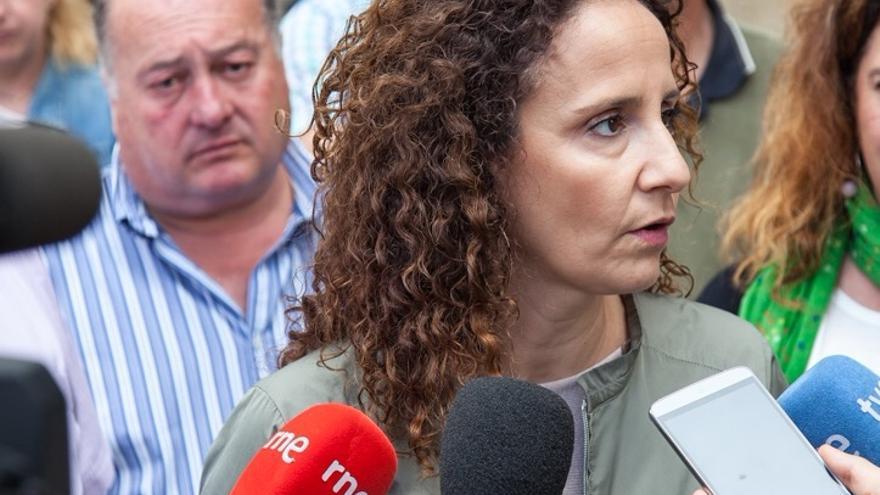 Pilar Lucio ha acudido a los valles pasiegos para exponer el modelo energético socialista.
