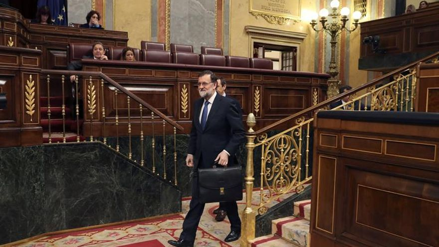 Rajoy recuerda a Gabriel al inicio del pleno sobre pensiones