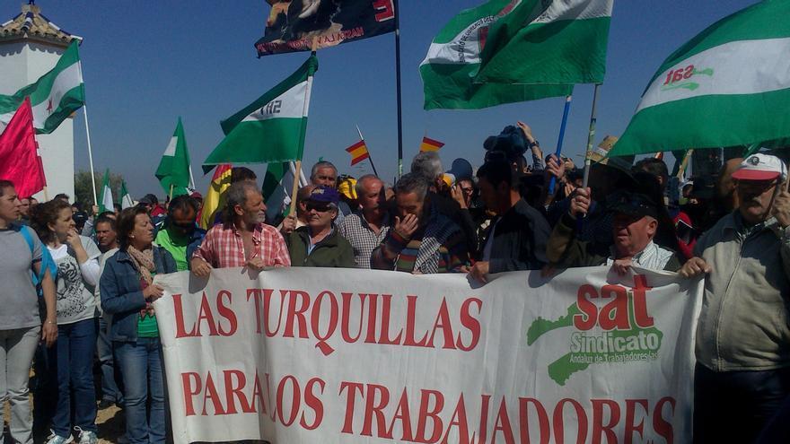 Un grupo de miembros del SAT se quedan en Las Turquillas con intención de pasar la noche