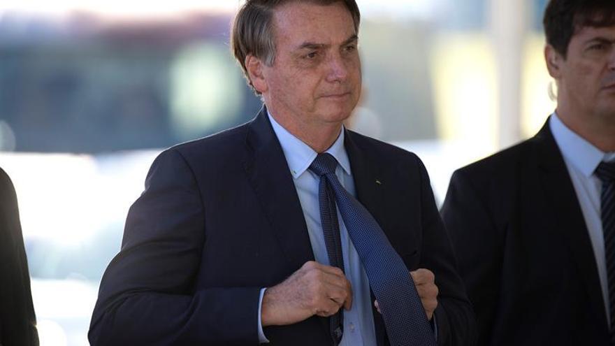 El presidente de Brasil, Jair Bolsonaro, abandona este miércoles, el Palacio do Alvorada, en Brasilia (Brasil).