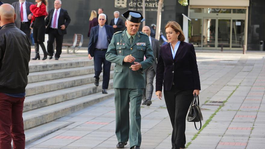 La delegada del Gobierno, Mercedes Roldós, a su llegada a la sede de Presidencia del Gobierno canario en Las Palmas de Gran Canaria.