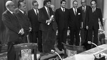 ESPAÑA PACTOS DE LA MONCLOA 1977: MADRID, 25/10/1977.