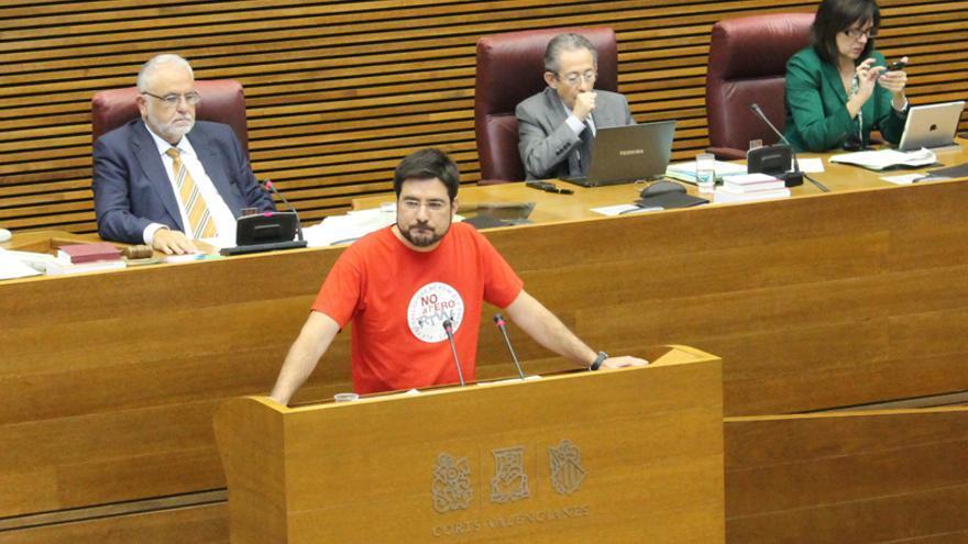 El diputado de Esquerra Unida Ignacio Blanco interviene en Les Corts contra el cierre de RTVV