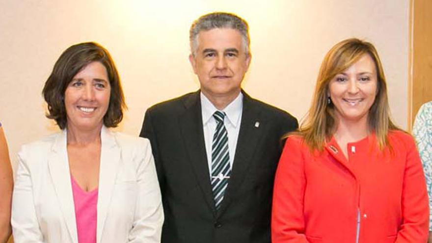 Romero Espeja, junto a Blanca Pérez (i) y Nieves Lady Barreto (d)