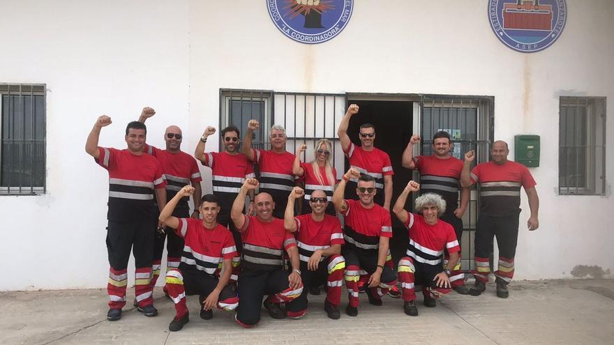 Grupo de estibadores en Lanzarote en el que se encuentra Sandra Hernández, la única profesional de la estiba de la isla.