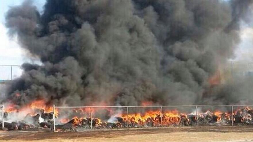Incendio de pista de atletismo.