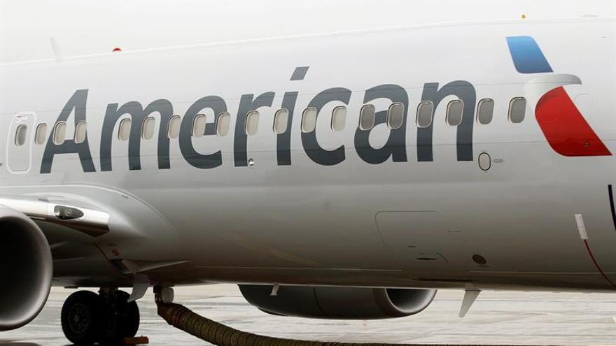American Airlines suspende a un auxiliar de vuelo tras un altercado con una pasajera