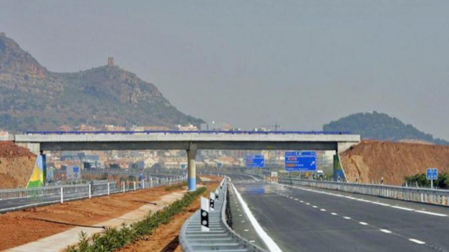 Vista del tramo de la autovía A-7 entre Sagunto y Almenara, paralelo a la AP-7