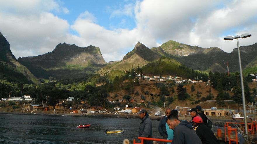 Pescadores en el puerto de San Juan Bautista, capital de la Isla de Robinson Crusoe. Ashley Basil