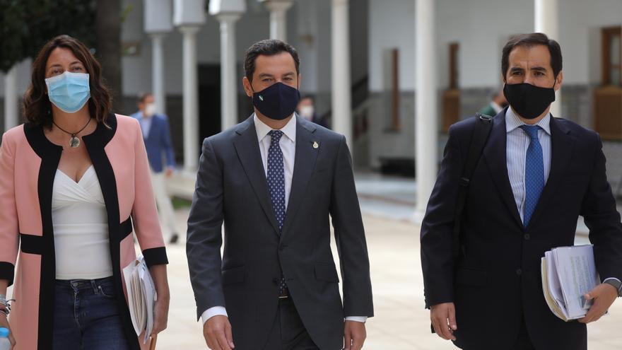 El presidente de la Junta de Andalucía, Juanma Moreno, a la llegada a la sesión de control al gobierno en el Pleno del Parlamento de Andalucía. En Sevilla (Andalucía, España) a 24 de septiembre 2020 (Foto de archivo).
