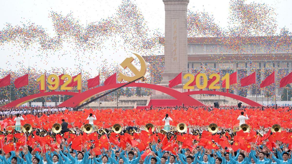 Lanzamiento de globos durante la celebración del 100º aniversario de la fundación del Partido Comunista Chino, en Pekín